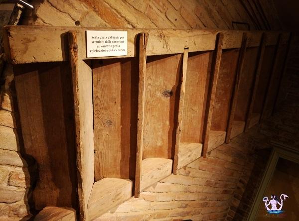 scala usata dal Santo per scendere dalla cameretta per dire la Messa