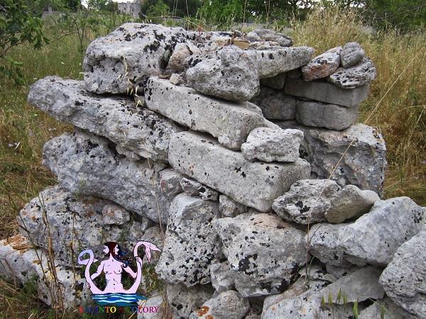 dolmen canali, maglie megalitica