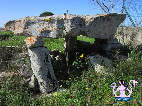 dolmen specchia, maglie megalitica