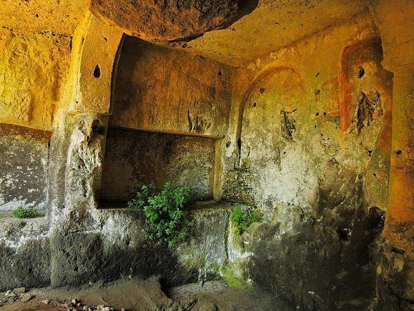 Santa Maria alle Grotte Mottola 12