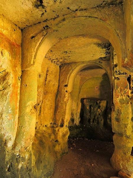 Santa Maria alle Grotte Mottola 18