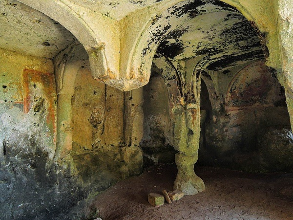 Santa Maria alle Grotte Mottola 7