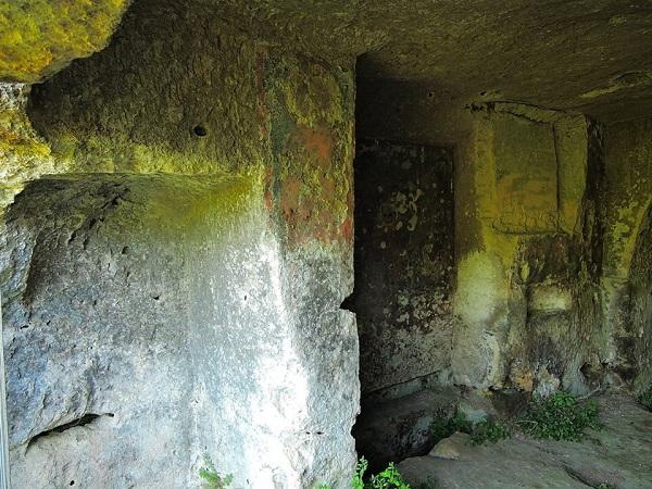 La cripta di san simeone a massafra - Isolare parete interna a nord ...