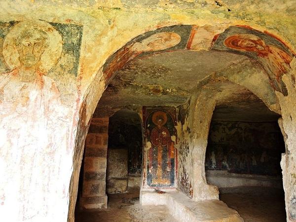 cripta di santa margherita a mottola 3