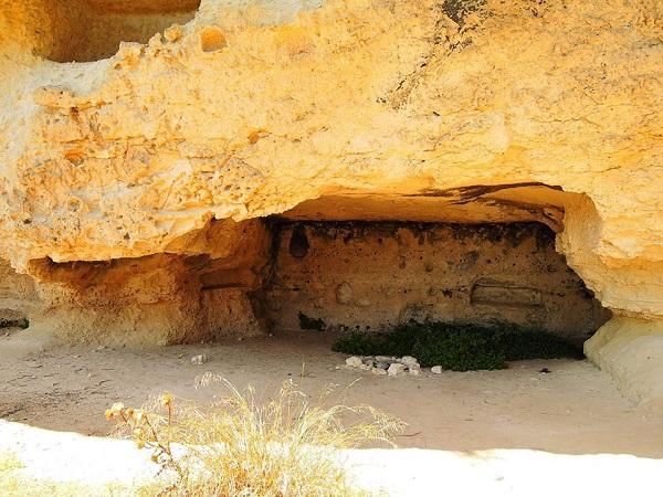 grottaglie, la città delle grotte