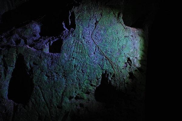 Valle dell'Idro, la grotta e i graffiti nascosti