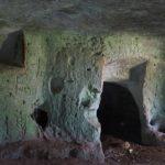 Nella grotta dei graffiti nella Valle dell'Idro