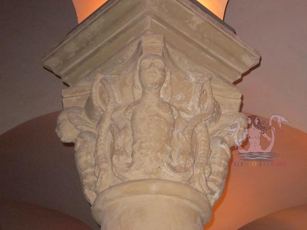 sirena serpentiforme nella cripta del duomo di lecce