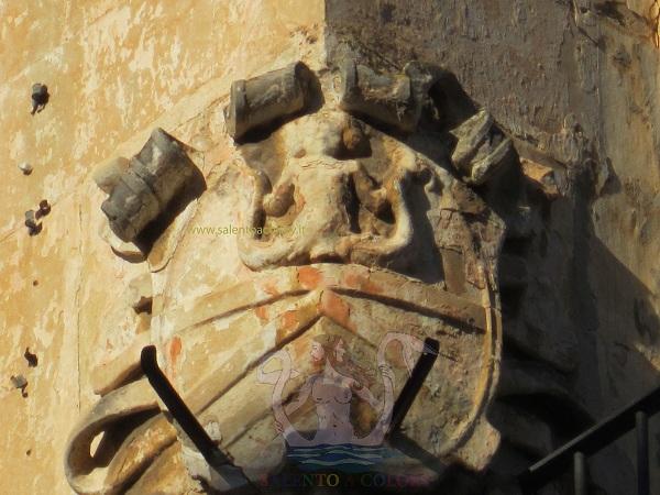 stemma angolare piazza castromediano a lecce