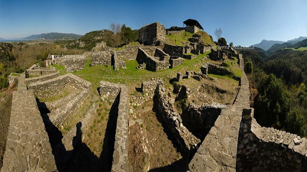 Castle of Rentina between Rentina and Stavros, Greece. mondo bizantino