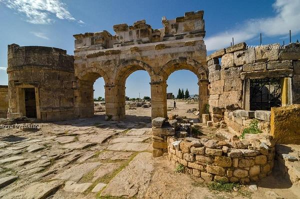 La Domiziano cancello in hierapolis. mondo bizantino.