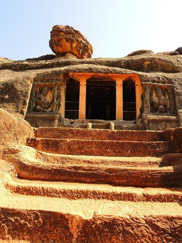 India, il tempio rupestre di Ravanaphadi