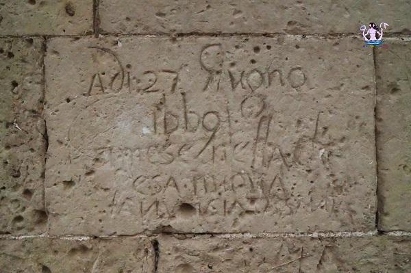 I graffiti di Palazzo Dellanos a Galugnano